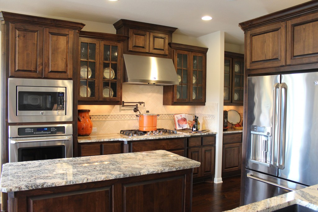 Mullion doors burrows cabinets kitchen in stained knotty for Alder kitchen cabinets