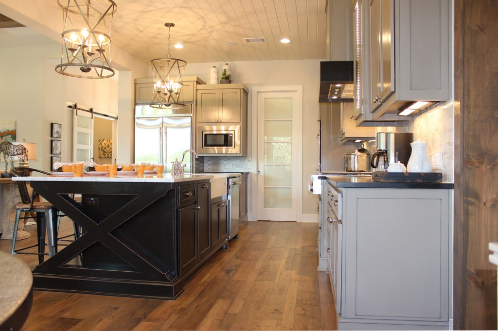 Kitchen 031c Burrows Cabinets central Texas builder direct custom cabinets