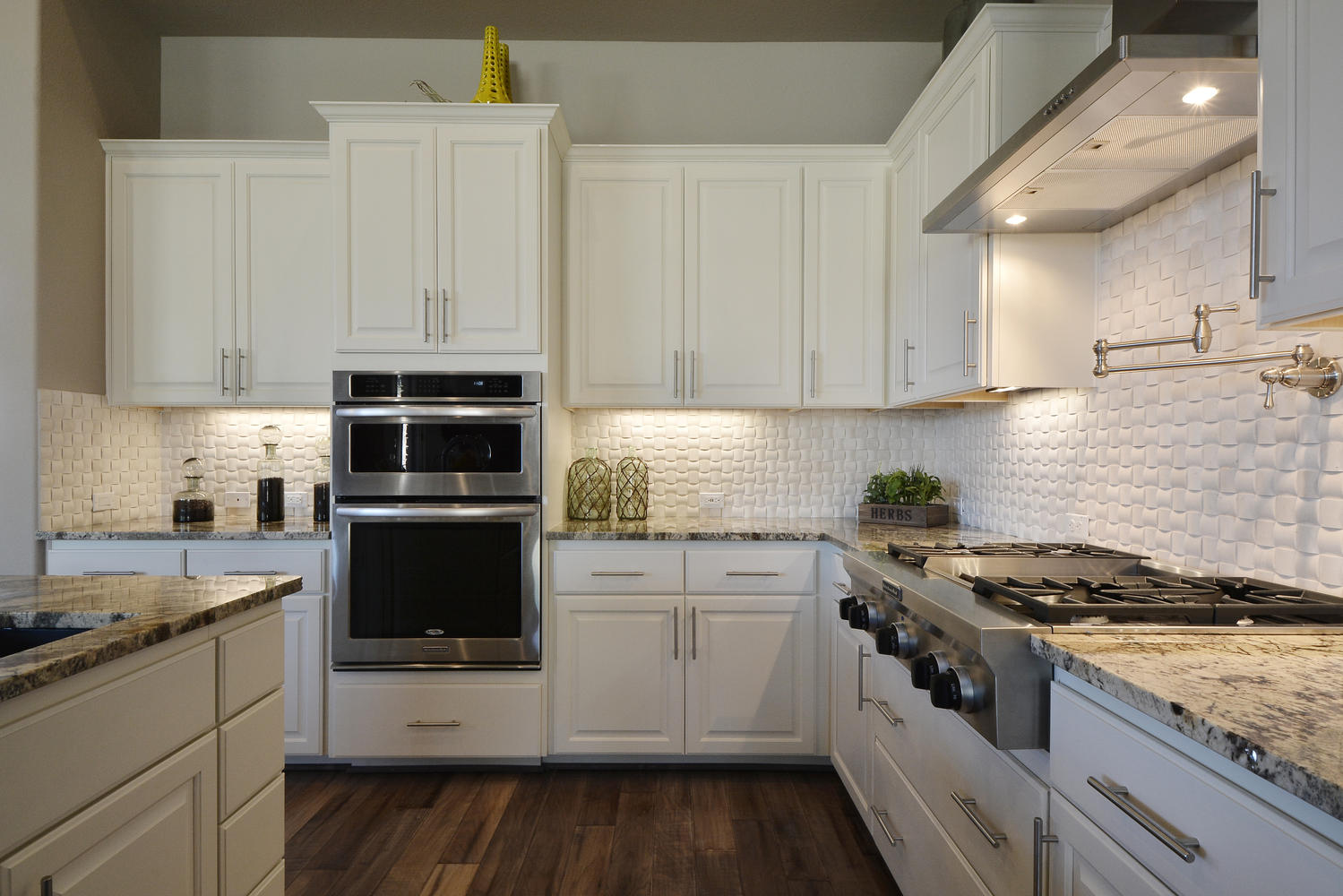 White kitchen cabinets burrows cabinets central texas for Kitchen white cabinets