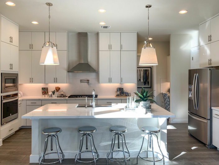 Kitchen in EVRGRN Luxe with 3-piece doors