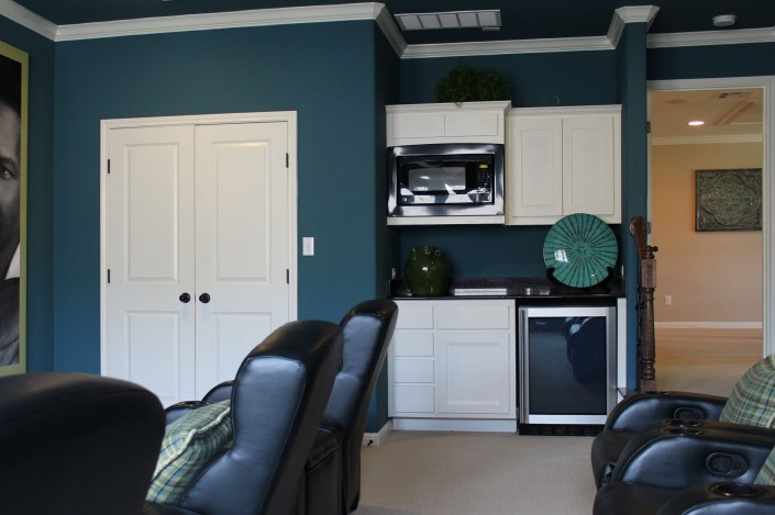 Burrows Cabinets wet bar in Bone with Briscoe doors